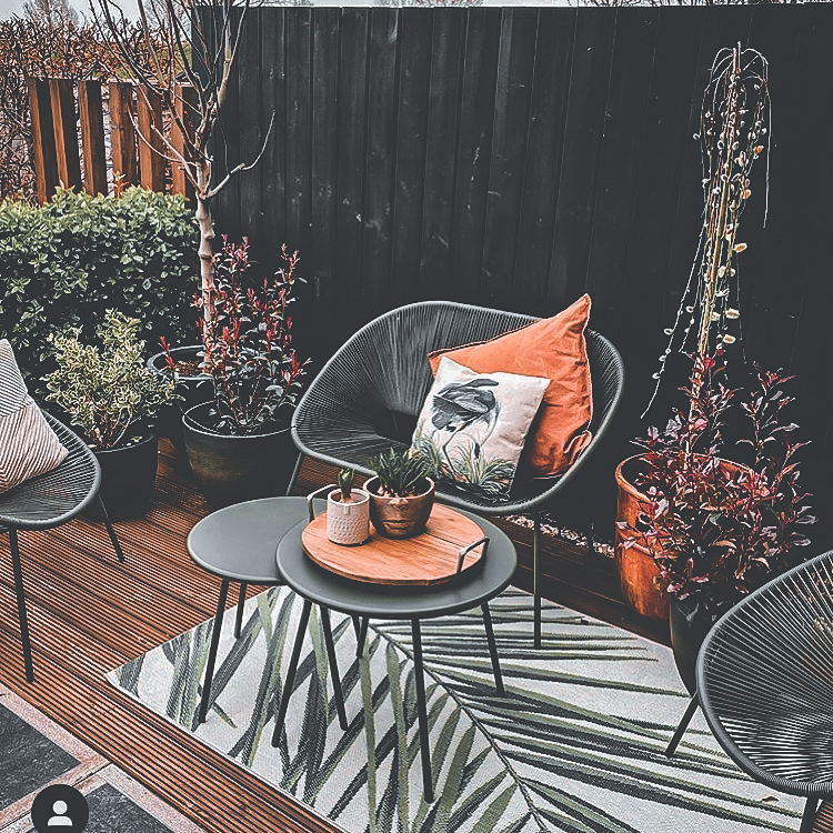 the-weather-is-now-hot-you-should-decorate-your-balcony-immediately