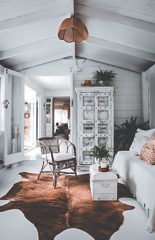 30 Living Rooms Adorned with Cowhide Rugs- 2020 ...